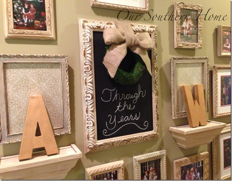 Painting Mismatched Picture Frames to create a Santa gallery wall from Our Southern Home #anniesloanchalkpaint #ascp #santaphotos #santagallerywall