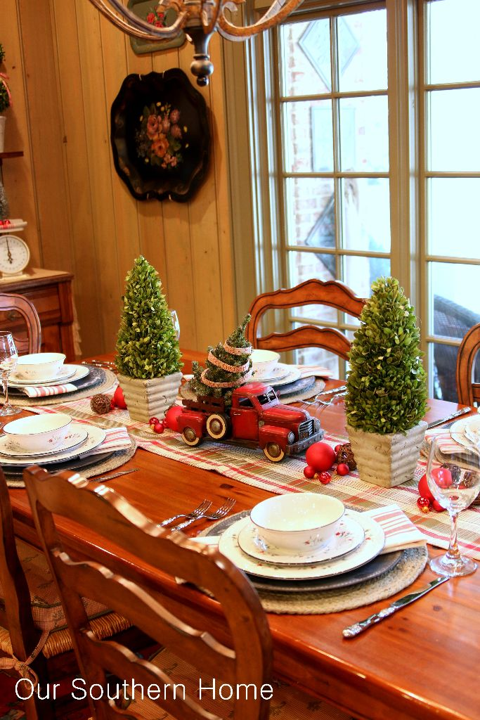 Christmas decorating with cars our southern home for Southern country home decor