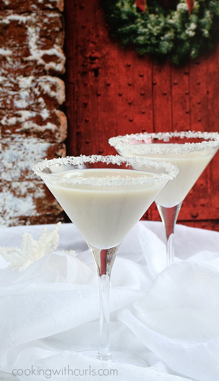 Celebrate the season with a creamy Snowflake Martini | cookingwithcurls.com